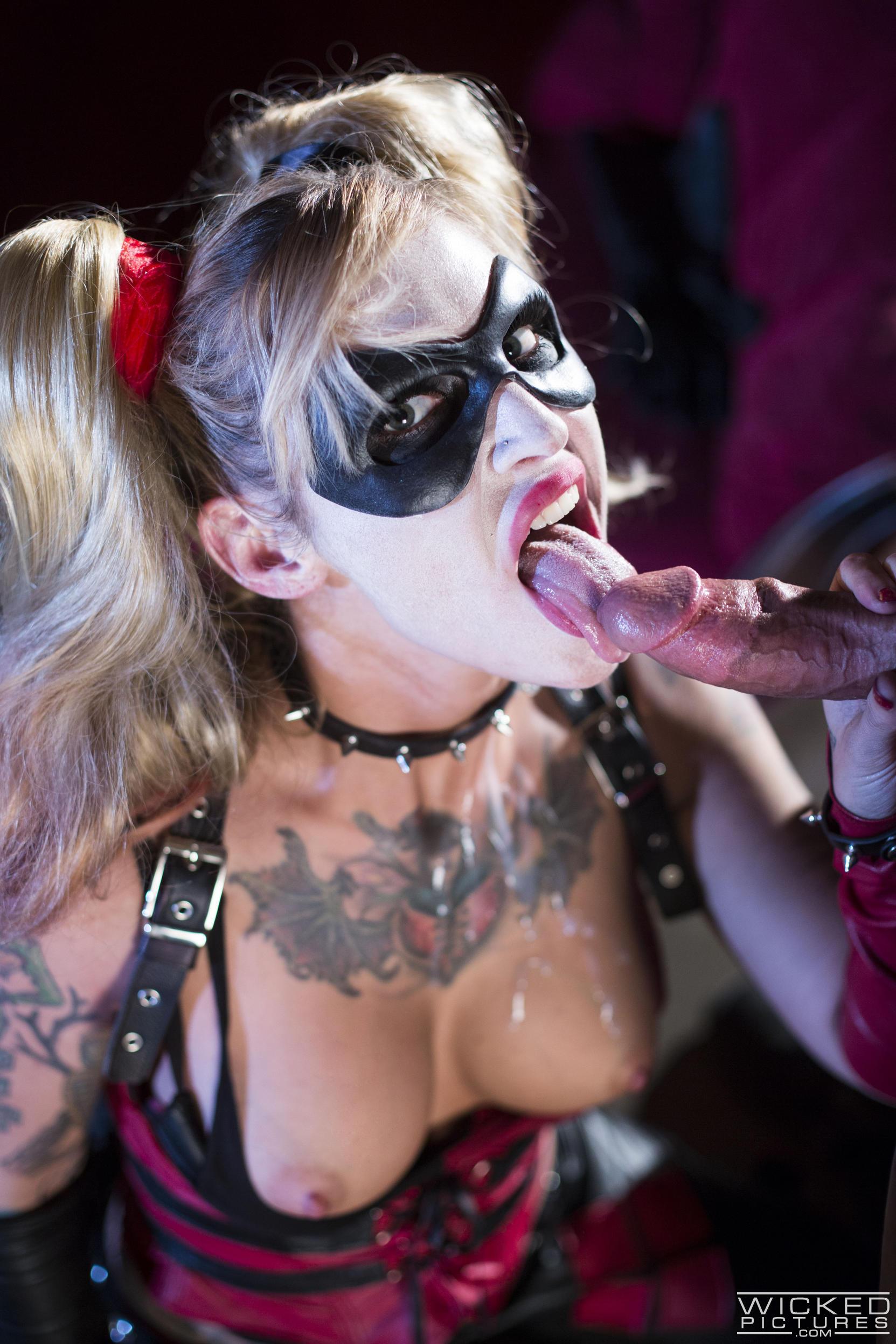 Kleio Valentien Harley Quinn